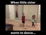 Когда младшая сестра хочет танцевать, братья всегда поддержат её.