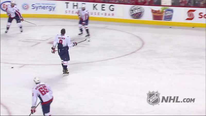 Овечкин в матче НХЛ подарил клюшку юному болельщику, чем его не слабо обрадовал