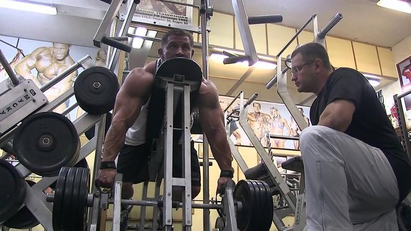 Дмитрий Каракаш в клубе Мускул .Тренировка спины