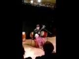 Савада Хисахито, исполнитель народной музыки на цугару-сямисэне.