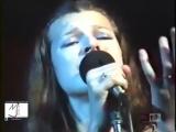 Милла Йовович поёт украинскую песню Ой у гаю при Дунаю.