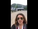Ведущая Орла и решки Жанна Бадоева в Красноярске любуется скалами