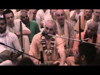 Gaura Purnima 2011- Ecstatic Kirtan HH Niranjana Swami