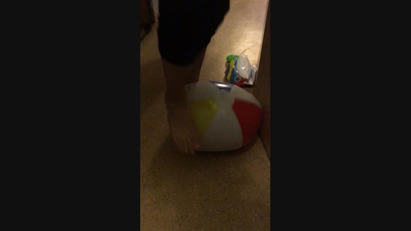 Лопнул мячик