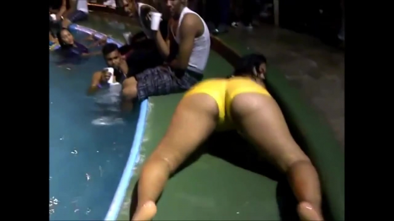 Culona Bailando Dembow en una piscina Big ASs   Brazilian Girls vk.com/braziliangirls