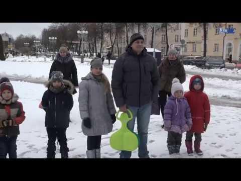 Воскресный концерт у новогодней ёлки от Волковысской школы искусств