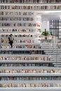 В Китае открылась самая крутая в мире библиотека с 1.2 миллионами книг.