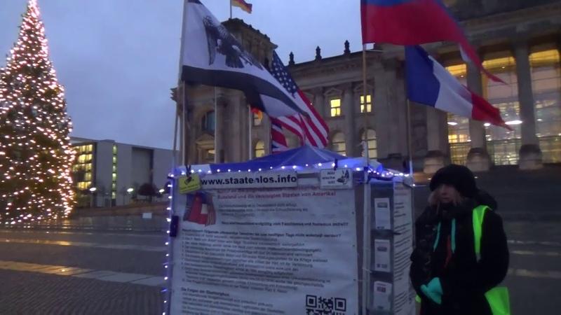 Gelbe Westen Vorhut vor dem Reichstag in Berlin 11. 12.2018
