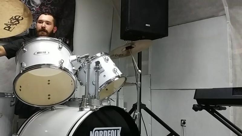 Барабанщик группы Бутенко