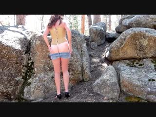 Lacy Lee позирует попой на скалах (Эротика со зрелыми женщинами, mature, MILF, Мамки, XXX)(hotmoms_18plus)
