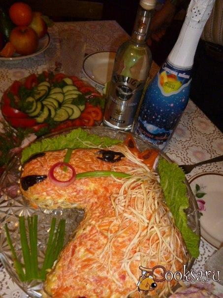 Тематический салат для новогоднего стола чтобы встретить год Лошади. Очень яркий и вкусный.