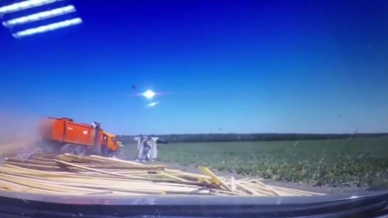 На 72-м километре автодороги Краснодар-Ейск в Тимашевском районе 16 августа произошла авария.