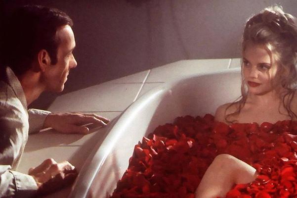 41 год исполняется актрисе Мене Сувари! Вспоминаем её знаковую роль в фильме Сэма Мендеса Красота