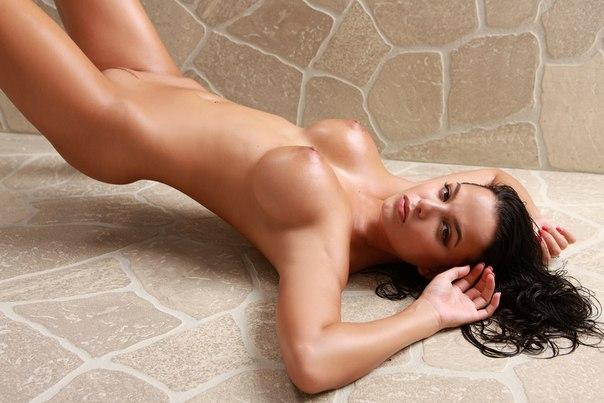 Фото голых полуголых девушек