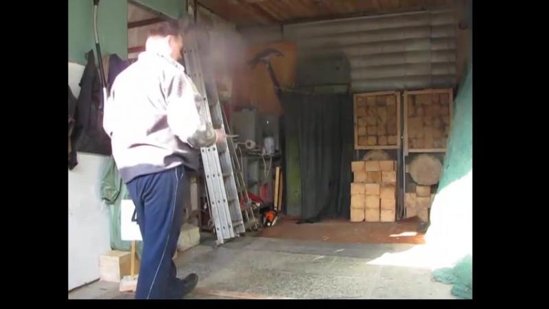 Тренировка в безоборотном метании ножа снизу с дистанции 4 метра