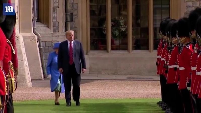 Дональд Трамп на встрече с Елизаветой II проигнорировал королевский протокол