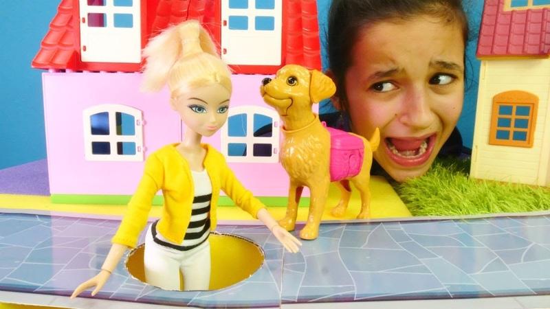 Chloe Miraculous kanalizasyona düşüyor! Kız oyunları!