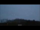 Группа НЛО устроила хоровод в небе