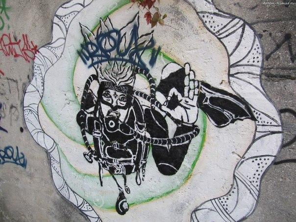 Даже граффити - морские.