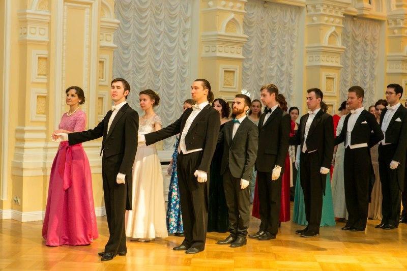 Танцевальный вечер устроят в Петровском парке