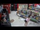 Нелепые грабители в магазине