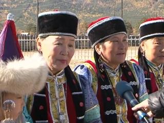 Эти женщины живут в Барагхане, сохраняют старинные песни, шьют костюмы