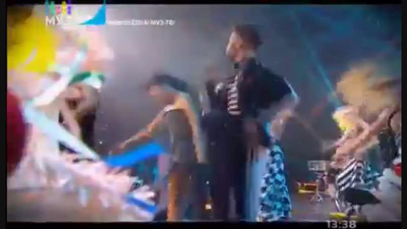Николай Басков- Обниму тебя ( Танцы. Ёлка- МУЗ-ТВ)