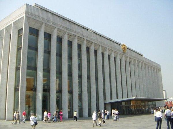 Государственный Кремлевский Дворец (до 1992 года - Кремлёвский Дворец Съездов) возведен в 1961 году под руководством...