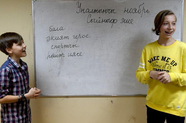 В КЧР школьникам помогут сделать выбор в пользу изучения родных языков