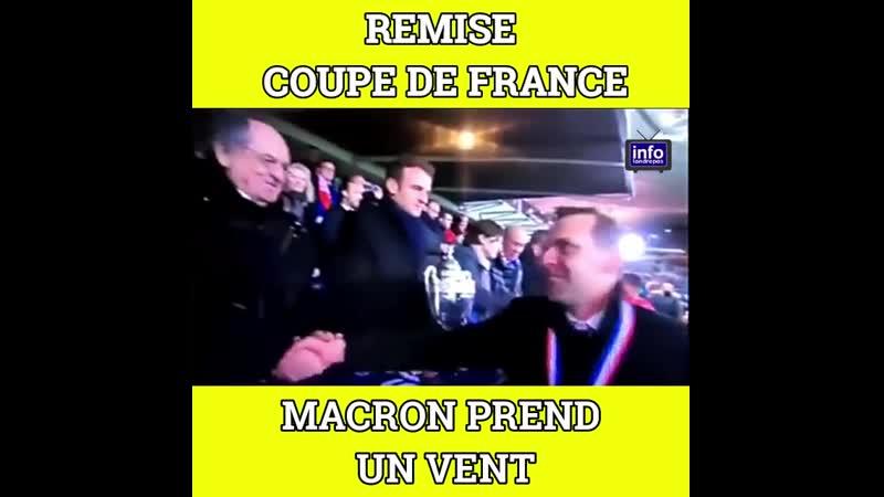 Remise de la Coupe De France, Emmanuel Macron prend un vent d'un membre du staff Rennais qui l'ignore littéralement