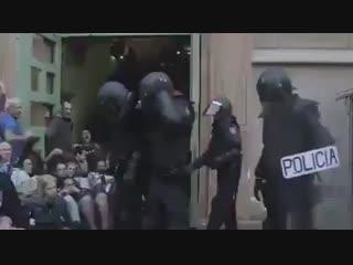 Ce que Vos Médias ne diffuseront Jamais..et ne dénonceront pas... Les violences faites en Espagne pa.mp4