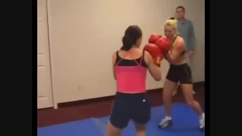 Edina vs Vera - classic dww female boxing clip