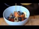 Два с половиной повара Выпуск 6 Самый вкусный завтрак яйца бенедикт голландский соус и домашние вафли с беконом и сыром A также хрустящая домашняя гранола с орехами и сушеными ягодами из самой обыкновенной овсянки
