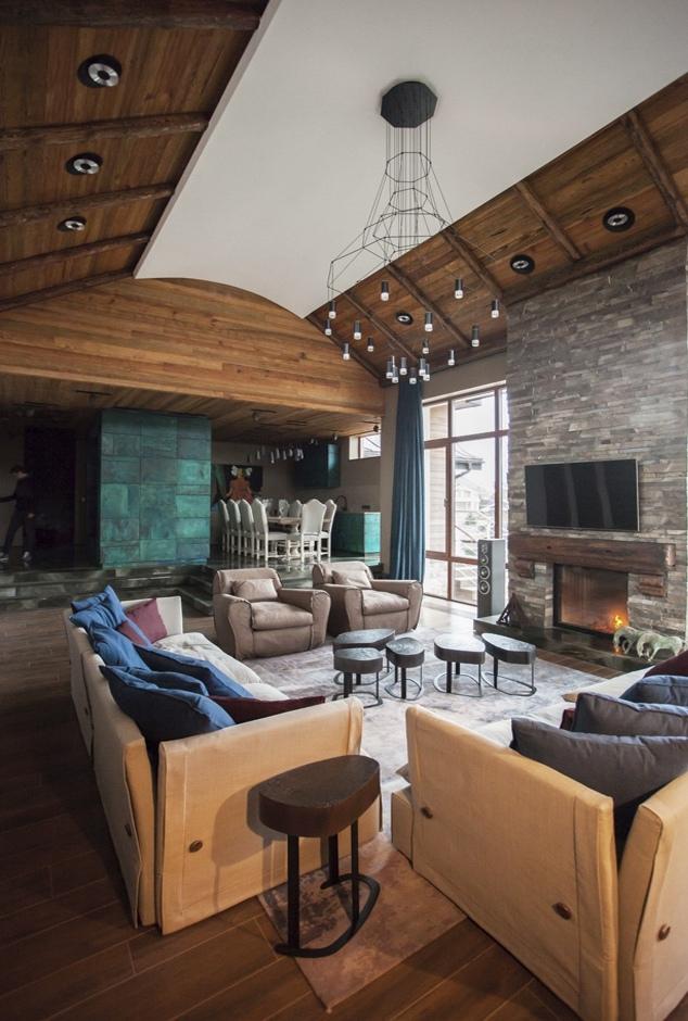 Дом с мотивами альпийского шале.