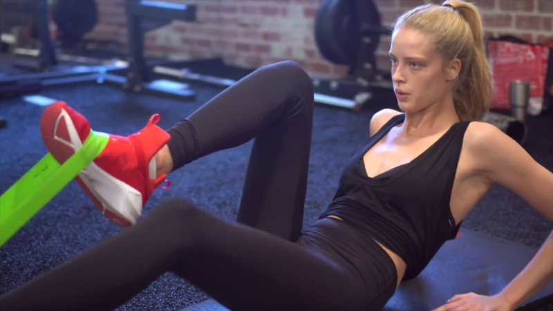How to get a flat stomach - Abs workout with Model Abby Champion for toned abs and obliques