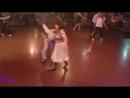 Band Odessa Дельфин Пожилая пара классно и озорно танцует