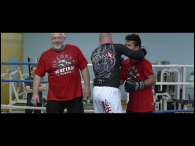 Training FURSOV Alex and Muay Thai champion from Thailand Check Bin Square at the club.