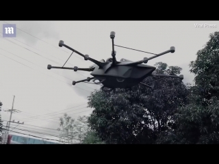 Eccentric inventor creates his own flying car to avoid traffic