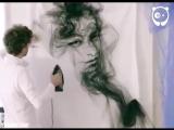 Художник создает невероятные картины из ткани, используя только утюг и свой огромный талант