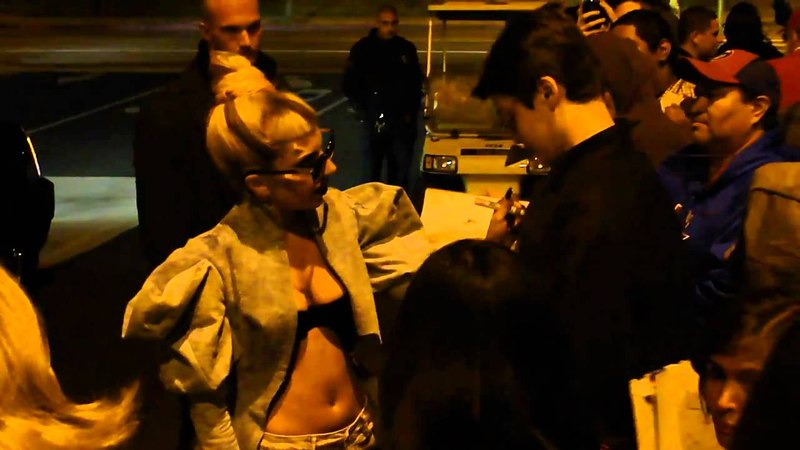 Lady Gaga Stops her car and gets out to sign autographs for her fans rare concert