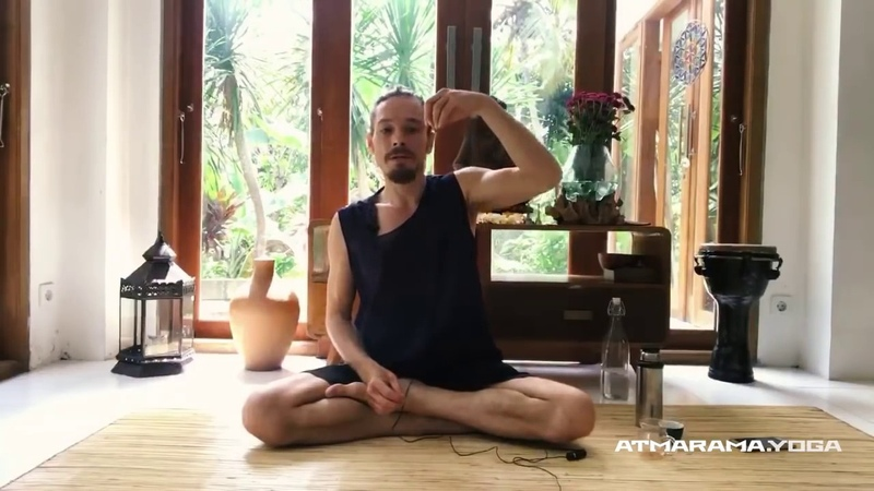 Вебинар с Каруной Построение фундамента ступени йоги упражнение на осанку