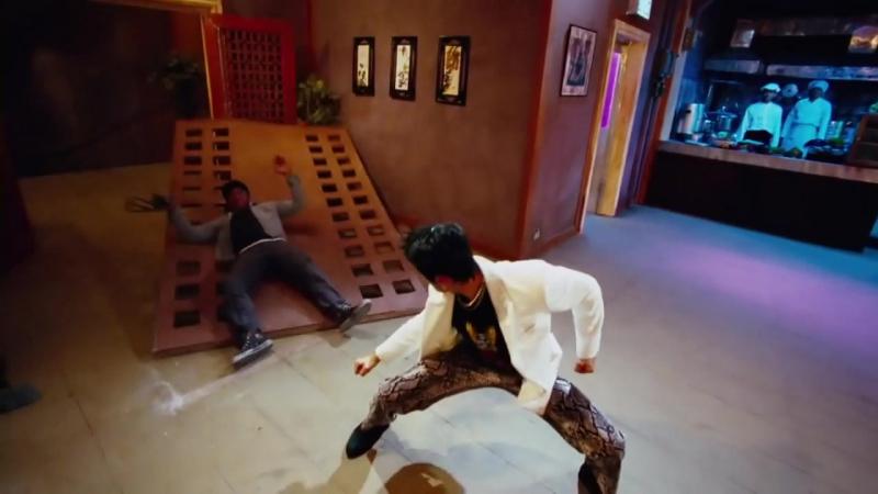 Tony Jaa VS Johnny Tri Nguyen - (The Protector) Tom Yum Goong 2005