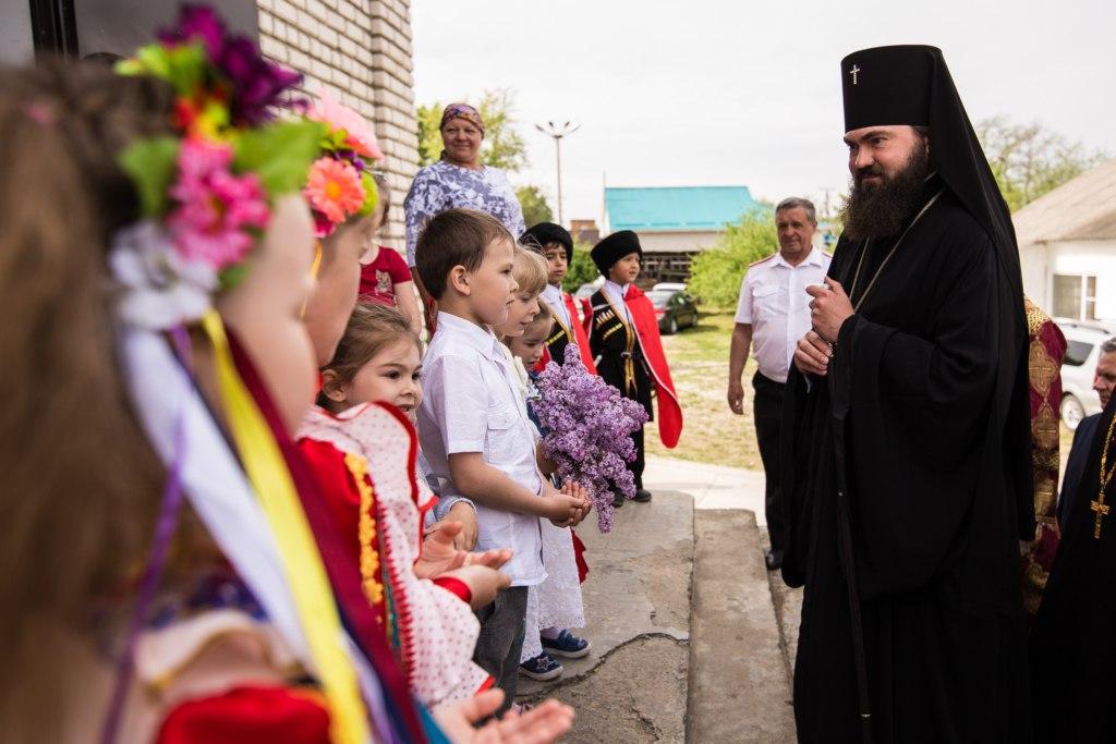 Архиепископ Феофилакт посетил храмы Зеленчукского района