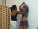 Meninas belly punching