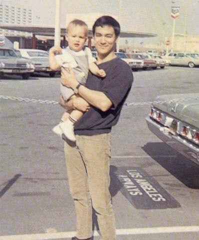 Брюс  и Брэндон Ли на фото