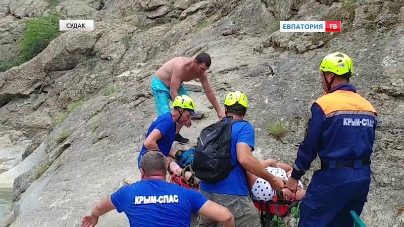 Судакские спасатели эвакуировали женщину с водопада «Арпат»