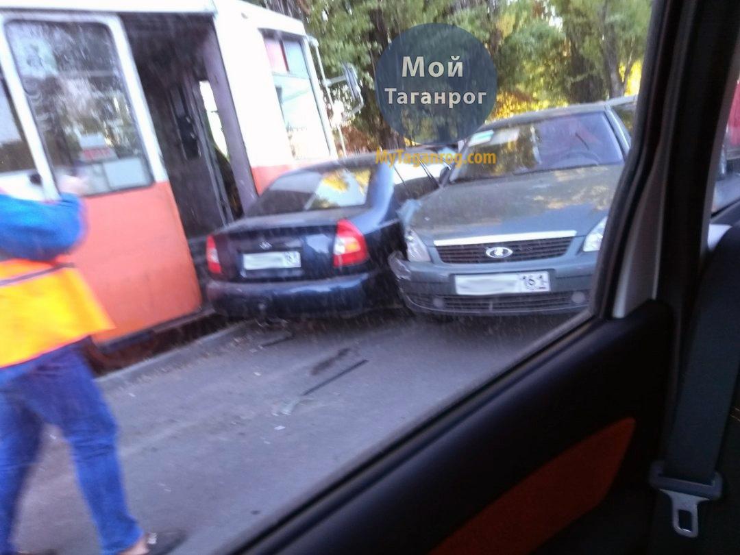Сегодня в Таганроге произошло массовое ДТП с участием трамвая