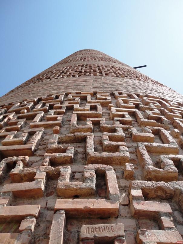 В мусульманском тюркском Караханидском государстве, существовавшем на территории...