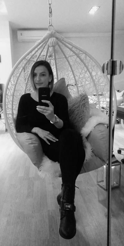 Лена Янева
