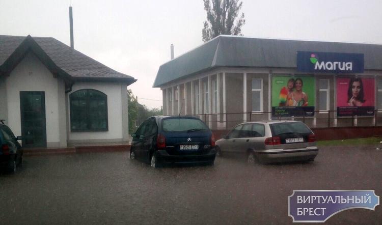 В Иваново мощный ливень слегка подтопил улицы - всё поплыло